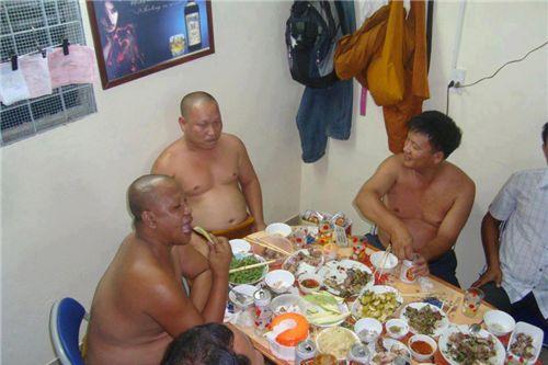Image result for thầy chùa ăn nhậu rượu thịt